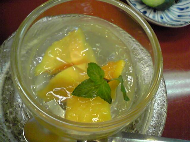 マンゴーと白ワインのジュレ.jpg