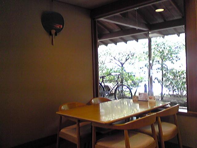 鉢の木店内.jpg